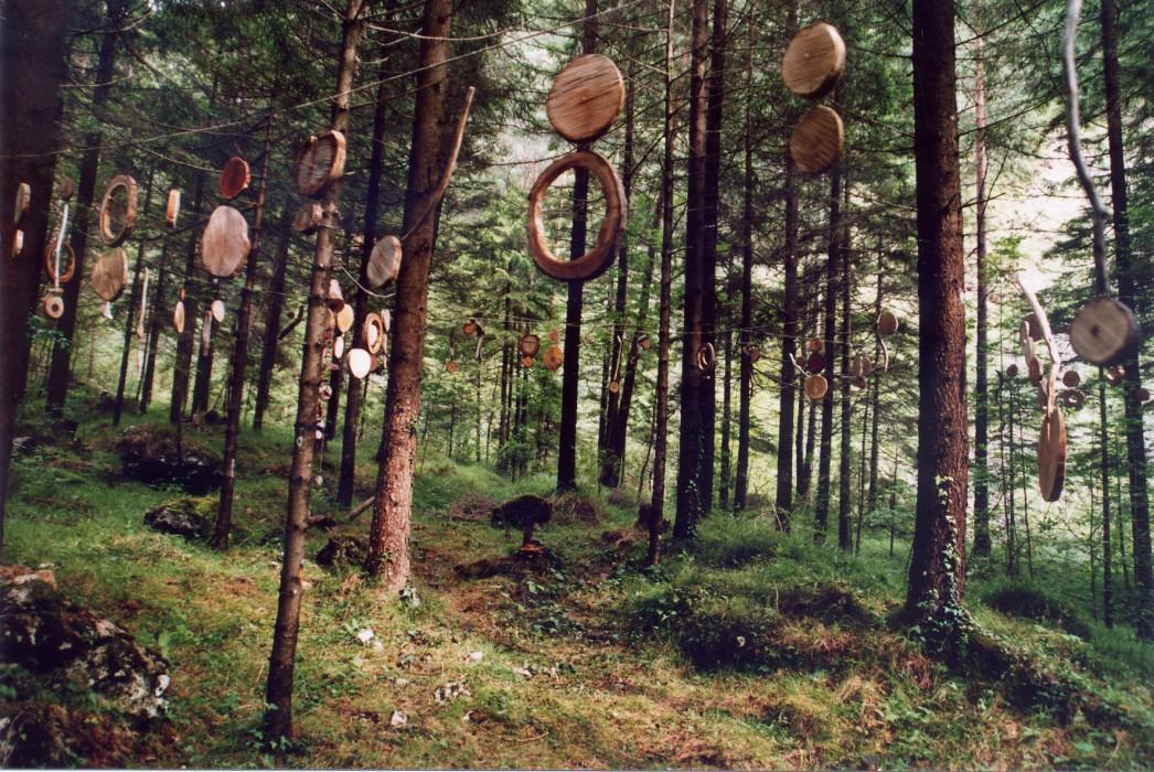 """Carnia: Ovaro """"patria"""" della land art con le donne nel bosco"""